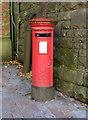 SD6827 : Elizabeth II postbox, Blackburn Railway Station by JThomas
