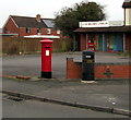 SO8013 : King George VI pillarbox and a litter bin on a Hardwicke corner by Jaggery