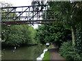 TL0604 : Pipebridge across the Grand Union Canal in Hemel Hempstead by Mat Fascione