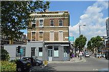 TQ2575 : The Hurlingham by N Chadwick