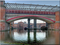 SJ8397 : Bridgewater Canal, Castlefield Viaducts at Giant's Basin by David Dixon