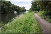 TQ0866 : The Thames Path beside the Desborough Cut by Philip Halling