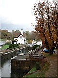 SU5980 : Goring lock and lockkeeper's cottage by Simon Mortimer