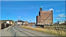 TA0930 : British Extracting Company Silo and Attached Receiving House, Stoneferry, Hull by Chris Morgan