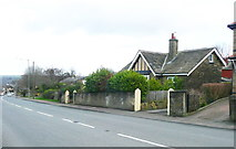 SE1321 : Carved stone and bungalow, Crowtrees Lane, Rastrick by Humphrey Bolton