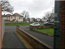 SZ0795 : Northbourne: footpath E55 reaches Leybourne Avenue by Chris Downer