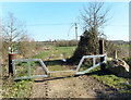 SU7066 : Bridleway Gate, Grazeley by Des Blenkinsopp