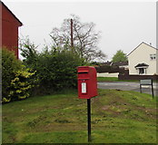 ST2896 : Queen Elizabeth II postbox on an Upper Cwmbran corner by Jaggery