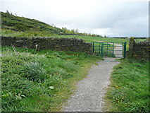 SE1025 : Gate on the new footpath from Beacon Hill to Shibden Hall, Halifax by Humphrey Bolton