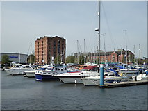 TA0928 : Hull Marina by Chris Allen