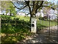 SU8237 : The entrance to Spire House on Pickets Hill by David Gearing