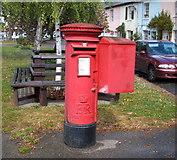 TM2222 : Elizabeth II postbox on The Street. Kirby-le-Soken by JThomas