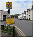 ST3189 : Yellow bilingual temporary diversion sign on a Crindau corner, Newport by Jaggery