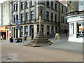 NT0987 : Market Cross, Dunfermline High Street by David Dixon
