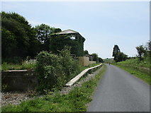 X3398 : The remains of the former Durrow and Stradbally station by Jonathan Thacker