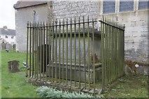 SU4980 : Tomb by the Church by Bill Nicholls