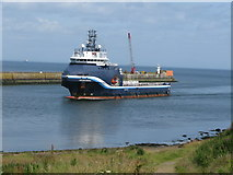 NJ9605 : Entrance to Aberdeen Harbour by G Laird