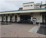 SU4519 : Entrance to Eastleigh railway station by Jaggery