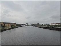 NS5864 : Kingston Bridge and Clyde from  Tradeston Bridge by David Smith