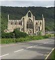 SO5300 : Towards Tintern Abbey by Jaggery