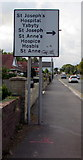 ST3091 : Hospital and hospice direction sign, Malpas Road, Newport by Jaggery