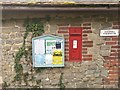 SU9820 : Byworth wall postbox by Hugh Craddock