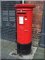 NZ2129 : Elizabeth II postbox on Newgate Street, Bishop Auckland by JThomas