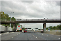 TQ5395 : M25 anticlockwise - Horseman Side bridge by Robin Webster