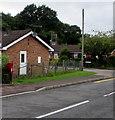 SO5809 : Queen Elizabeth II postbox, Tufthorn Avenue, Coleford by Jaggery