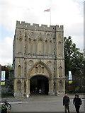 TL8564 : Abbey Gatehouse, Bury St Edmunds by John H Darch
