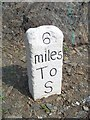 SX3459 : Old Milestone by Ian Thompson