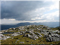 NM7864 : Rocks along summit ridge of Beinn a' Chaorainn by Trevor Littlewood