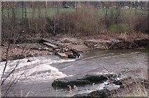 NS5666 : Former weir, River Kelvin by Richard Sutcliffe