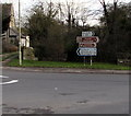 SP2512 : A361 directions sign near Burford by Jaggery
