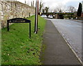 SJ3156 : Croeso/Welcome sign, Cefn-y-bedd, Flintshire by Jaggery