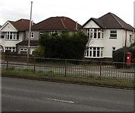 ST3091 : Queen Elizabeth II pillarbox near the corner of Woodlands Drive, Malpas, Newport by Jaggery
