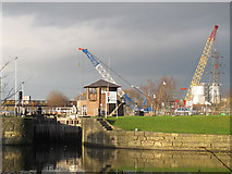 SE3231 : Knowsthorpe lock by Stephen Craven