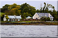 G9076 : Cottages near the Shore at Dunuisce by David Dixon