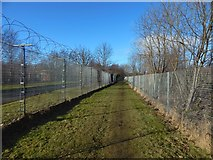 NS4074 : Path from Dumbarton Foreshore by Lairich Rig