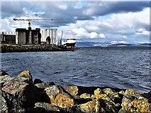 NS3274 : Newark Castle and Ferguson Marine Shipyard - Port Glasgow by Raibeart MacAoidh