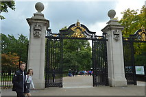 TQ2979 : Gateway to St James's Park by N Chadwick