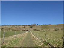 SU7691 : Footpath looking towards the windmill above Turville by Jeremy Bolwell