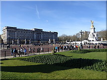 TQ2979 : Buckingham Palace and the Victoria Memorial by Rudi Winter