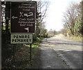 SN4301 : Penbre/Pembrey boundary sign, Gwscwm Road by Jaggery