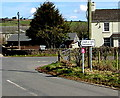 ST4496 : Bilingual direction sign in Gaerllwyd, Monmouthshire by Jaggery