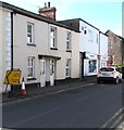 SO3700 : Diverted traffic sign, Church Street, Usk by Jaggery
