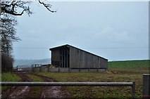 SX8058 : Isolated farm building by N Chadwick