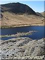 SH6746 : Lake-level tip by Jonathan Wilkins