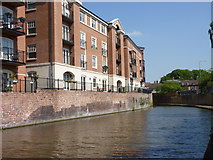 SO8554 : Canal side apartments, Worcester by Jeff Gogarty
