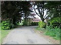 TA0876 : Access  road  and  Centenary  Way  at  Field  House  Farm by Martin Dawes